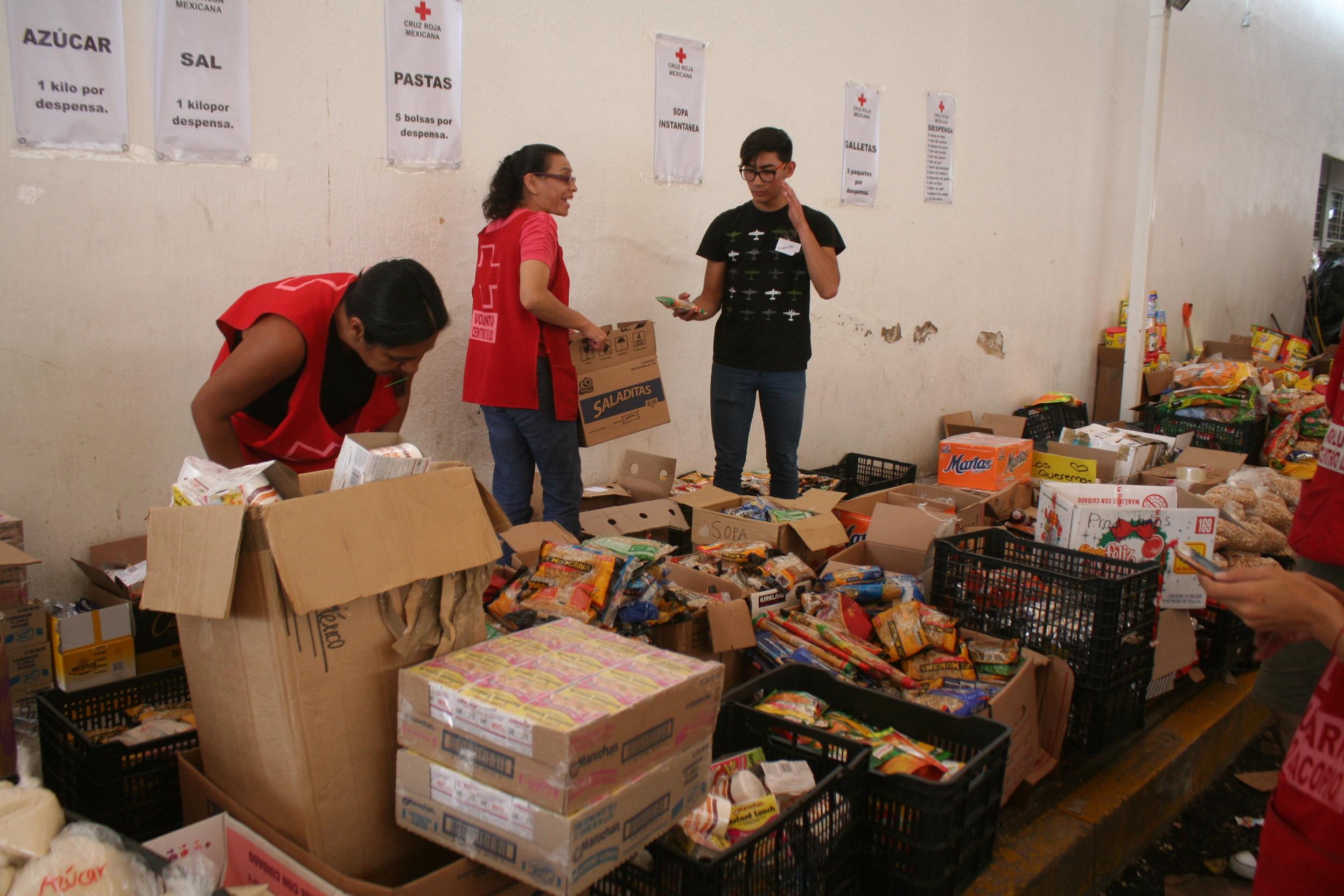 Dona $100000 a la Cruz Roja Mexicana