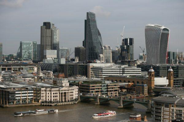 Varios heridos y un detenido en un incidente con un automóvil en Londres