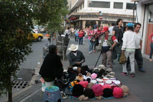 Se hacen de la vista gorda, venta de fayuca continúa en la Calzada
