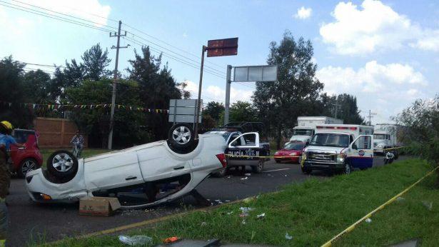 Un hombre perdió la vida en Tlajomulco al volcar el carro en el que viajaba
