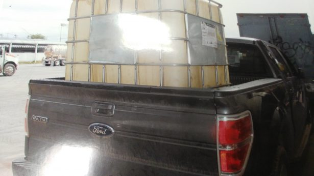 Aseguran Policía Federal vehículos con hidrocarburo en Tlajomulco