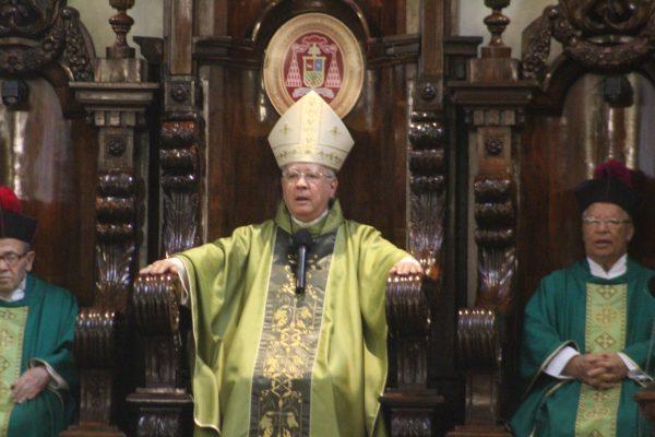"""Políticos chapulines """"un padecimiento"""" en el país: Cardenal"""