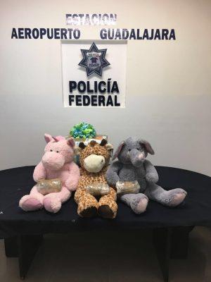 Detectan mariguana oculta en tres monos de peluche en paquetería del Aeropuerto
