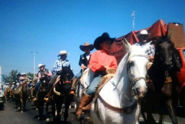 Concluyen fiestas patronales de El Salto con cabalgata