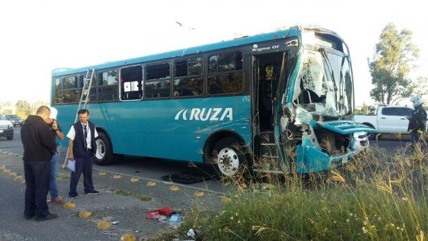 [Galería] Fuerte choque que dejó 11 heridos, complicó el tráfico vehicular de Periférico