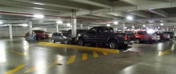 Avanza en Comisión de Asuntos Metropolitanos estacionamiento gratuito en plazas comerciales