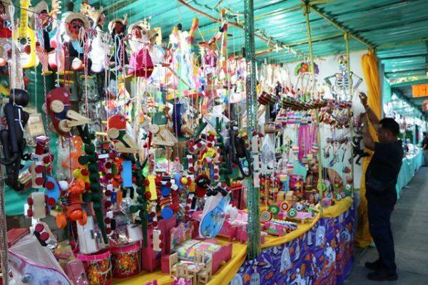La Feria del Cartón llama la atención de turistas extranjeros: CROC