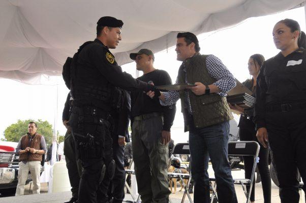 Reconoce el Gobernador a elementos que apoyaron en el rescate en zonas siniestradas