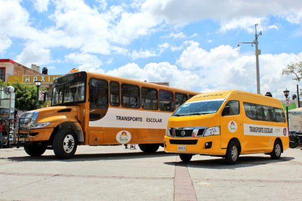 Entregan vehículos para el transporte de estudiantes en Tonalá