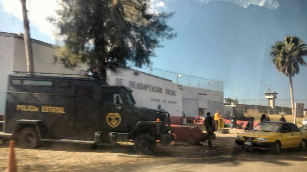 """Operativo de la Marina en Puente Grande, a la espera de la salida de """"Don Chelo"""""""