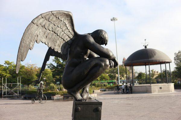 Critica Lemus a quienes cuestionan esculturas