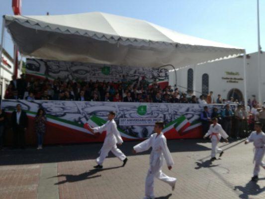 Inicia el desfile cívico por el 107 Aniversario de la Revolución Mexicana