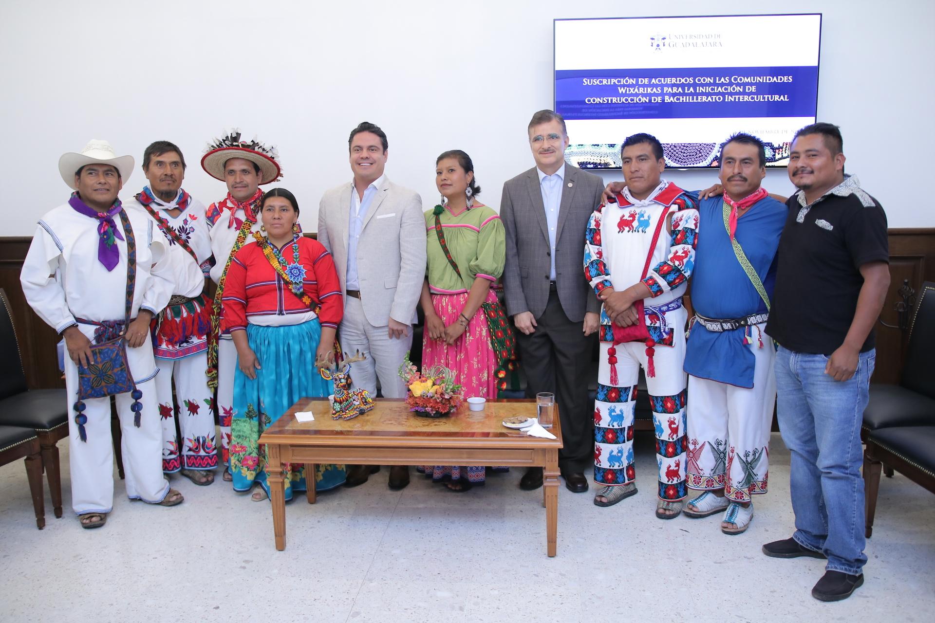 firma acuerdo entre la comunidad wixaritari y la universidad de guadalajara (2)
