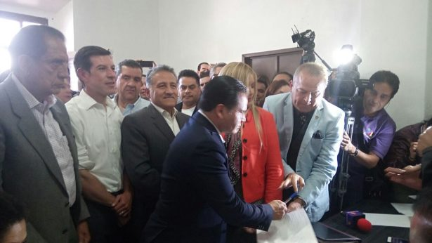 Eduardo Almaguer se registra como precandidato a la presidencia municipal de Guadalajara
