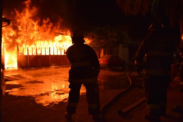 Fuego consume carpintería de Guadalajara; 150 personas fueron evacuadas