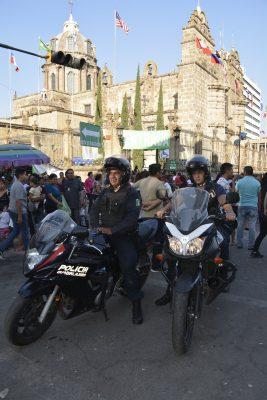 Policías cuidan a fieles guadalupanos que acuden al Santuario