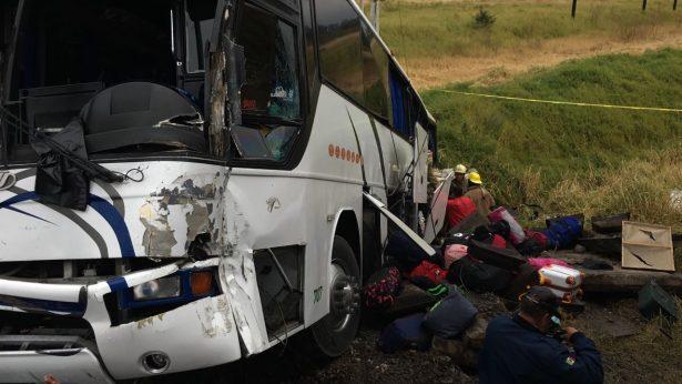 Camión de adolescentes futbolistas de Tamaulipas choca contra el tren en El Salto