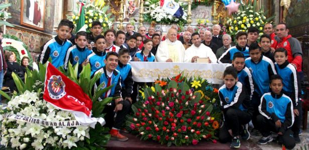 Chivas celebró tradicional misa