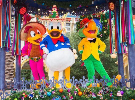 Disneyland vive su fiesta navideña latina