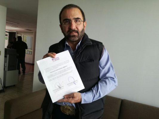Vicente Fernández Jr. recibe constancia del IEPC como aspirante a candidato independiente