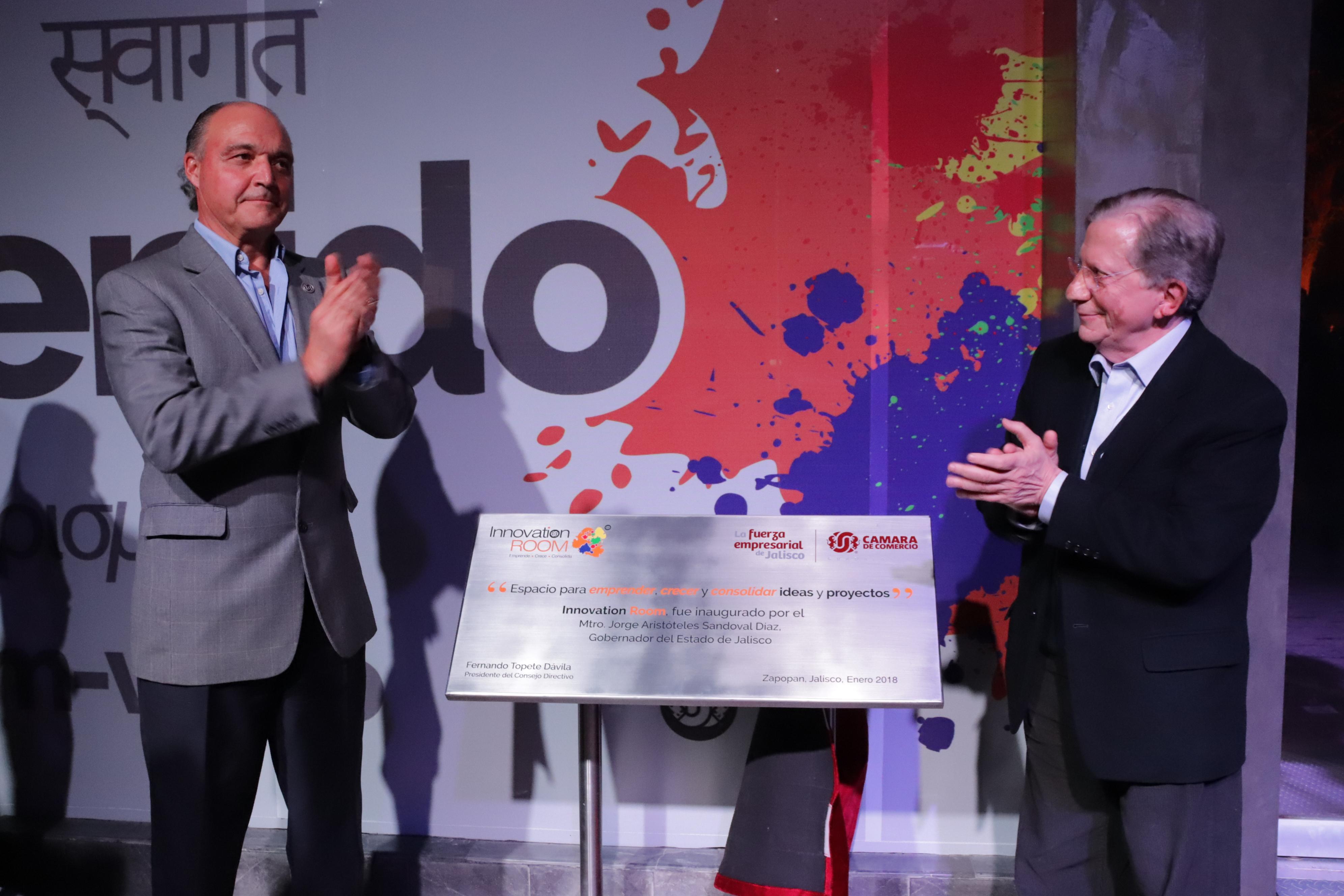Jaime Reyes Robles (derecha) titular de la Secretaría de Innovación, Ciencia y Tecnología inauguró evento.