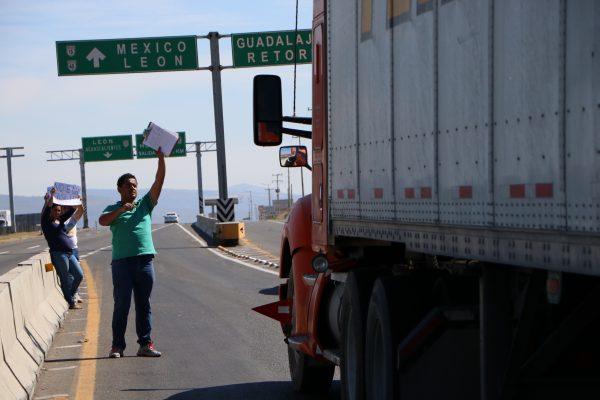 Otra vez… vecinos exigen retiro de casetas en Tonalá
