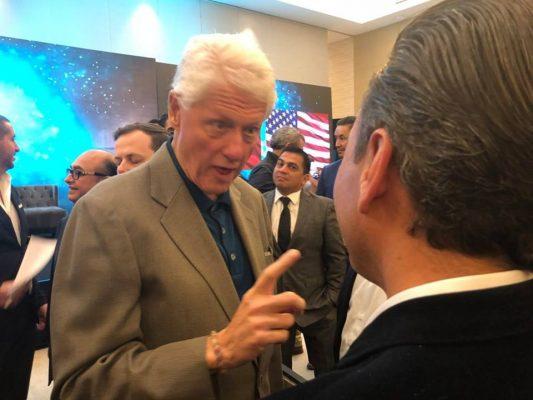 Disfruta el ex presidente Clinton desde lonches hasta lujosas cenas a su paso por Jalisco