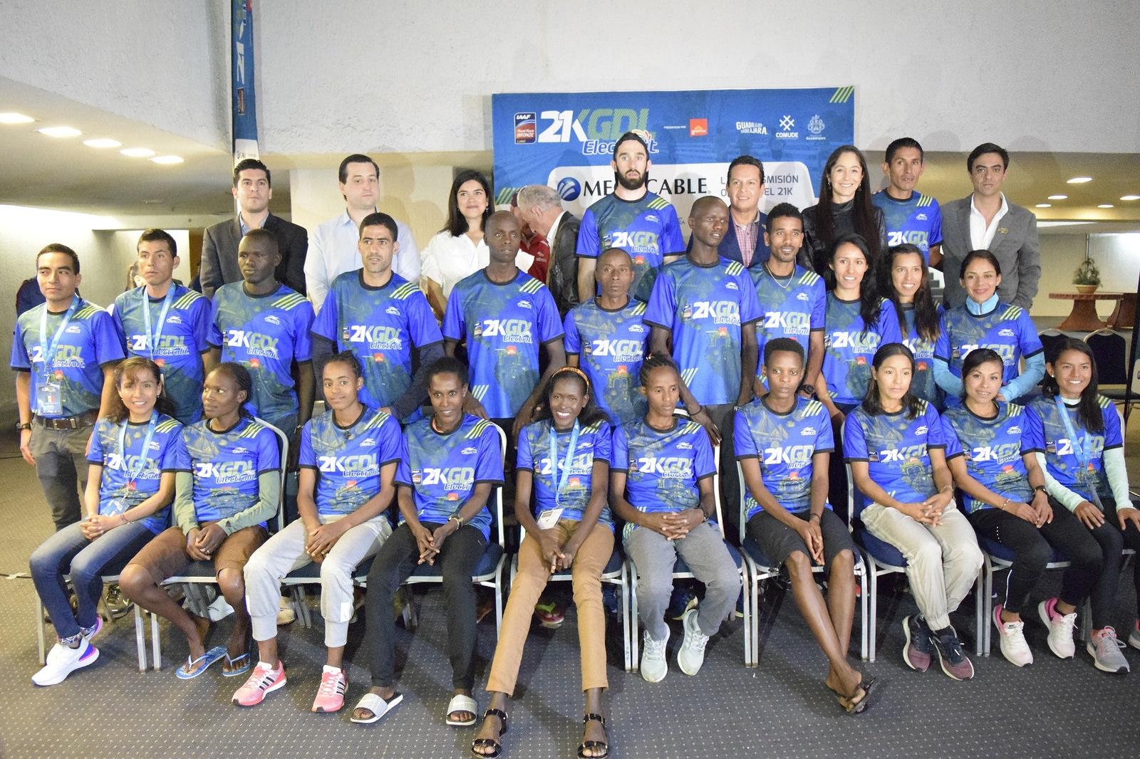 La foto del recuerdo  entre los corredores élite y el comité organizador no pudo faltar.