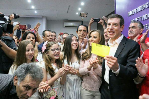 Miguel Castro se registra ante el IEPC como candidato a gobernador