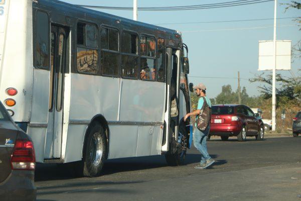 Desde este lunes camioneros reciben 3.50 en efectivo de pasaje de estudiantes y adultos mayores