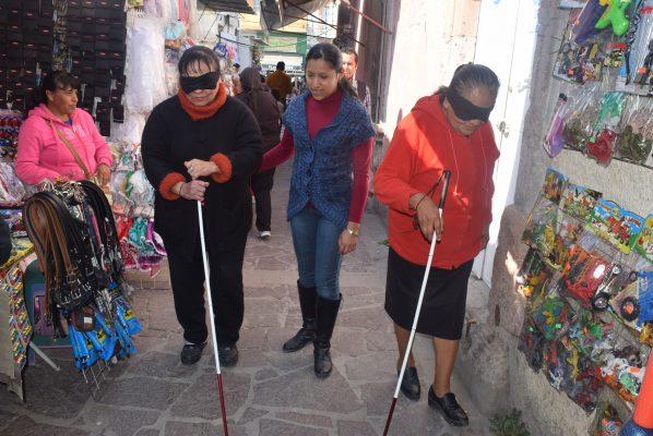 Concientizan a locatarios sobre atención a discapacitados en Lagos de Moreno