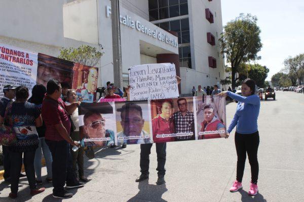 Familiares de veracruzanos desaparecidos en Autlán se manifestan en Fiscalía