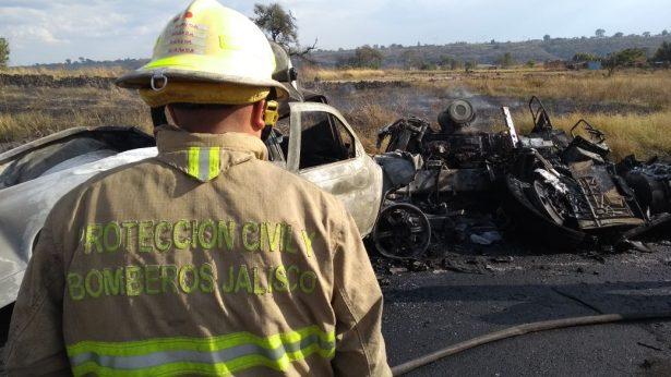 Choque entre un tráiler y una camioneta cobra la vida de un hombre en Zapotlanejo