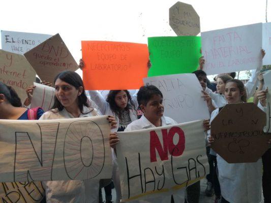 Rinde informe CUCiénega en medio de protesta estudiantil