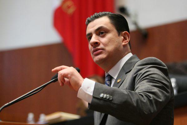 Renuncia al PAN el senador José María Martínez