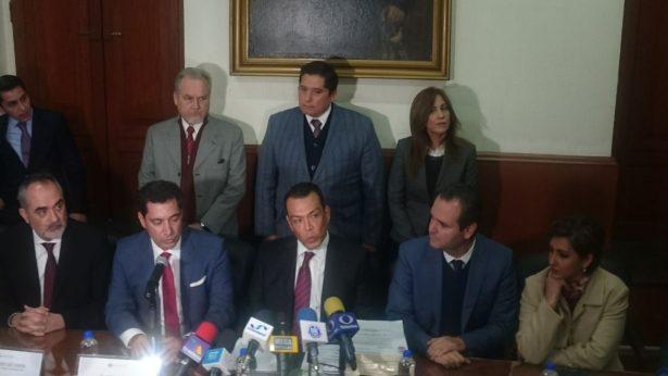 Entrega SGG documento del V informe de Gobierno de Aristóteles Sandoval