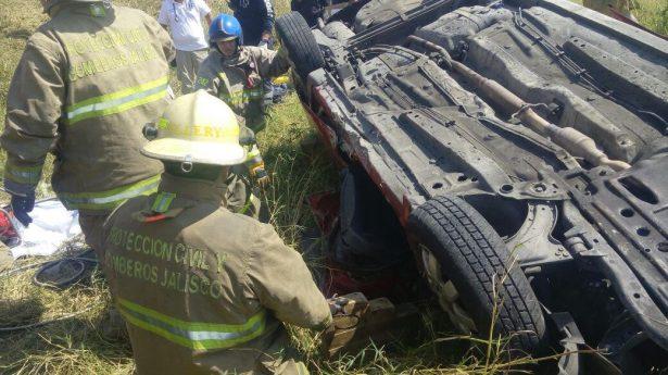 Mueren tres adultos y una niña en accidente carretero en Tonalá
