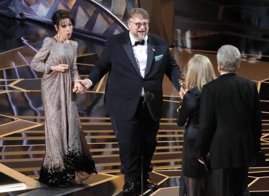 Guillermo del Toro hace historia en los Oscar