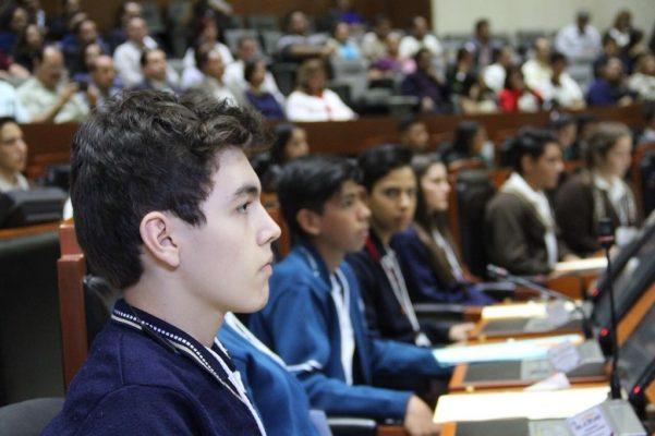 Al Parlamento Juvenil le preocupa violencia contra las mujeres