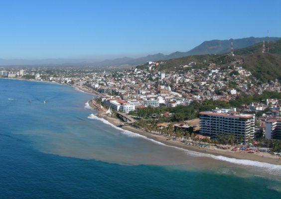 Reportan limpias playas y mariscos