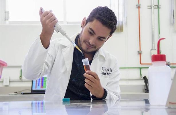 Nombran a mexicano como embajador de la Asociación Americana de Microbiología