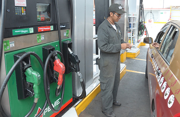 Suman 14 gasolineras cerradas por comprar combustible a huachicoleros