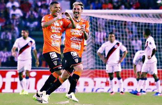 Jaguares devoraron a las Chivas 4-3
