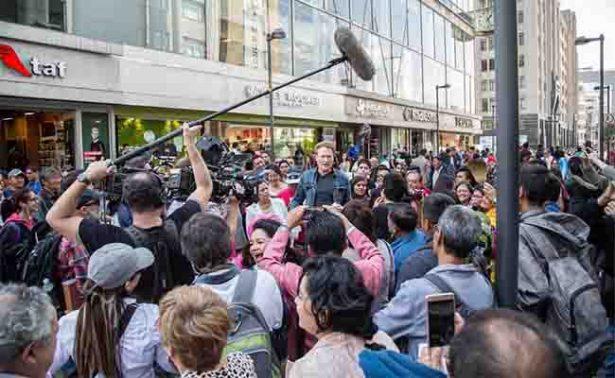 Conan O'Brien se pasea con sus fans en el Centro Histórico