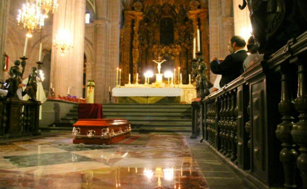 Capitalinos despiden en el mismo lugar donde le robaron la vida a sacerdote