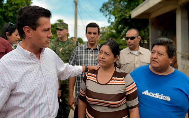 EPN entrega tarjetas de apoyo a damnificados de Oaxaca y Chiapas por sismo