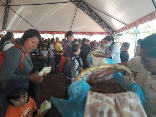 Regalan más de 30 mil tacos de canasta en Tlaxcala