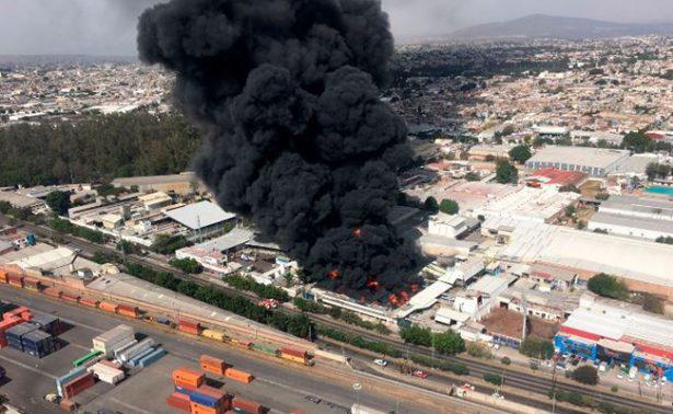 Se incendia fábrica de pinturas en Guadalajara
