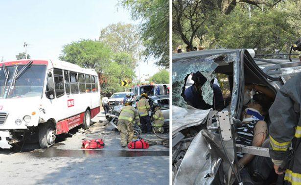 Joven queda prensado contra camión en Guanajuato