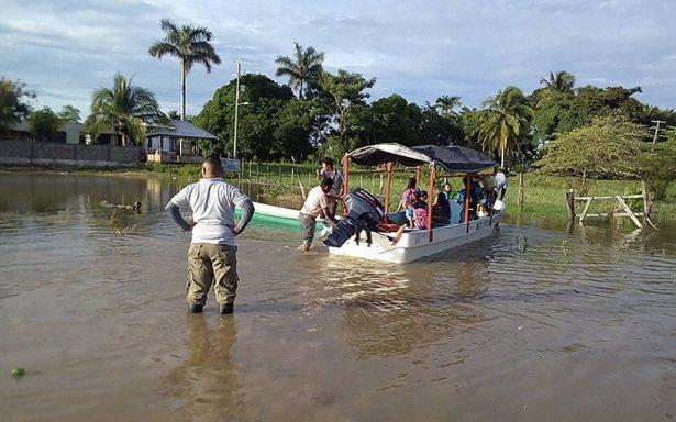 Evacuan a niños de primaria en Centla tras amenaza del Usumacinta
